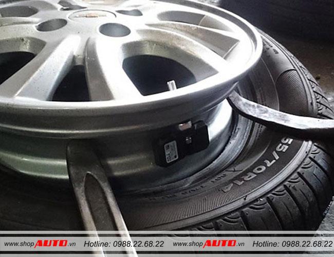 Cảm biết áp suất lốp van trong được gắn trong lốp ô tô