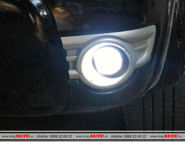 Độ bóng đèn bi xenon xe ô tô Ford Everest