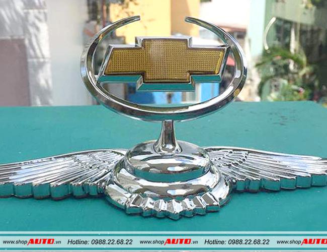Logo gắn mui xe ô tô cánh chim thiên thần hãng xe Chevrolet Spark